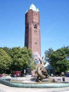 768px-Trelleborg,_Springbrunnen_und_Turm_(2008-07-27)