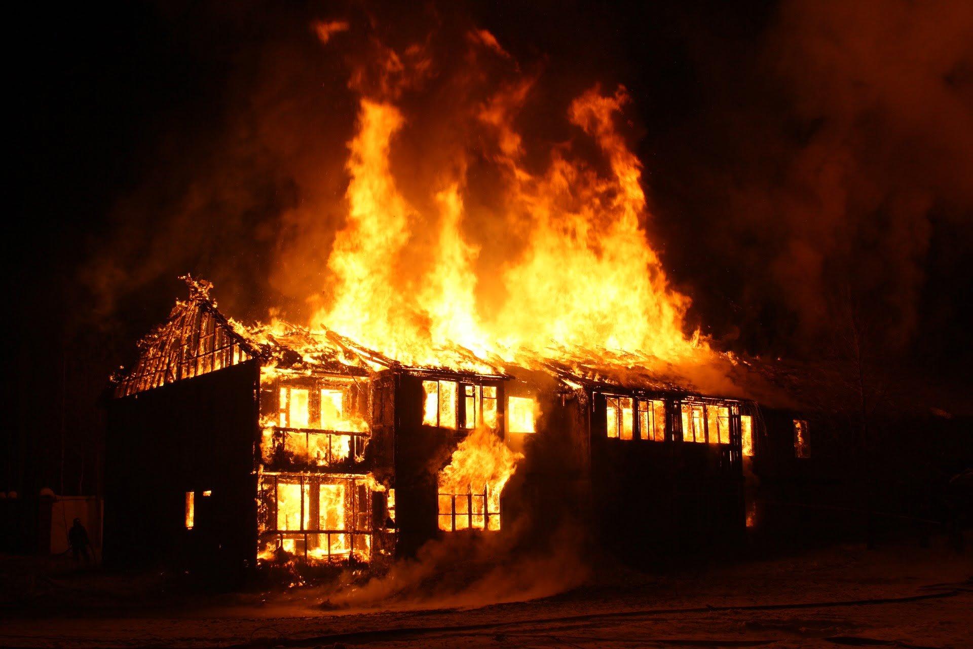 Kraftig skolbrand kan vara anlagd