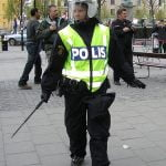 Flera poliser skadade under nazistdemonstration