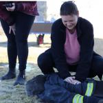 Hemtjänstpersonal bistår räddningstjänsten i Skara